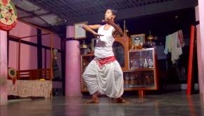 Notre rencontre avec les moines danseurs et notre initiation à la danseSattriya