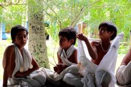 jeunes moines du Satra Kamalabari, Majuli, India