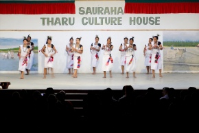 Un échange imprévu avec le Tharu Culture House / An unexpected exchange with the Tharu Culture House