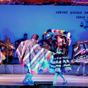 Spectacle de danse péruvienne au Centre des Arts Natifs deCuzco.